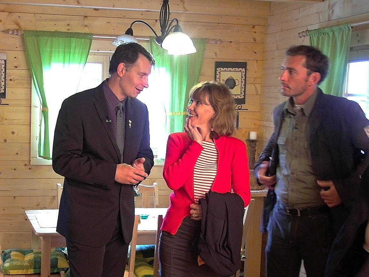 Při prodeji s paní Dolinovou a Petrem Vondráčkem